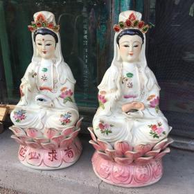 567老瓷器,老佛像,耳光娘娘,眼光娘娘两尊佛像,胎质干老,手绘描金。全品高36厘米左右,等待有缘人