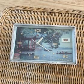 机械台钟 英雄牌 画面为南昌八一公园