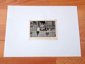 1913年书页照片《袁世凯府邸花园内,袁世凯子女的合影》(PA YUAN-SHIH-K'AIS LANDTGODS VAREN)-- 选自《中国民国开端》-- 后附卡纸30*21厘米,照片尺寸11.5*8.5厘米