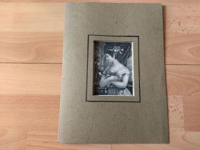 1836年钢版画《丽人画廊:虔诚少女,卡米拉》(Camilla)-- 出自奥地利画家,Leopold Pöhacker(1782–1844)油画 -- 卡米拉是19世纪英国女作家范尼·伯尼(Fanny Burney, 1752—1840)的小说《卡米拉》(Camilla)的女主角 -- 德国莱比锡丽人画廊出版 -- 卡纸画框30*23厘米,版画纸张20*12.5厘米