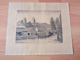 原创老木刻《风景画:穆尔德河河畔的艾林古堡,德国萨克森州》(Eilenburg,Blick auf des Schloss)-- 出自奥地利艺术家,Heinrich Krenes(1874—?)的原创作品 -- 艾林堡(Eilenburg)是位于德国东部,穆尔德河河畔的山区古镇,山顶建有中世纪的艾林古堡 -- 版画纸张35.5*29.5厘米