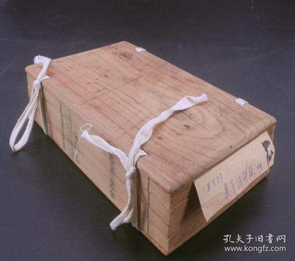 【金石珍本】清嘉庆精刻【寰宇访碑录】原装一夹板十二卷4巨厚册一套全。清代著名经学家方孙星衍撰,字整饬,墨黑如漆,初刻初印。收录了自周秦至元代的石刻8000余种;包括一些瓦当铭文。是书为中国清代最详尽的一部全国石刻目录,对于了解历代石刻的存留情况及原石所在地具有重要参考价值。一流品相。流传稀少