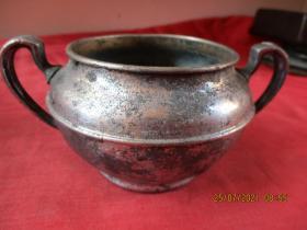 清朝白銅壺,一件,圓形,直徑10cm,高7cm,品好如圖。