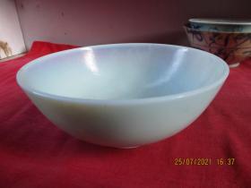 清朝瓷器,瓷碗一件,圓形,直徑15cm,高6cm,品好如圖。