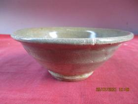 清朝瓷器,瓷碗一件,圓形,直徑13cm,高5.5cm,品好如圖。
