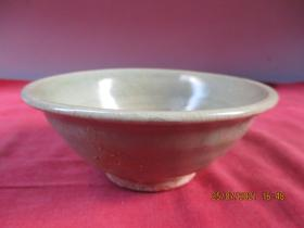 清朝瓷器,瓷碗一件,圓形,直徑13cm,高5.6cm,品好如圖。