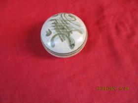 文房雅玩,民国瓷器印泥盒,直径5cm,高3cm,品好如图。