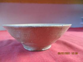 清朝瓷器,瓷碗一件,圓形,直徑12cm,高4.2cm,品好如圖。