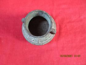 文房雅玩,清朝青铜水盂一件,圆形,直径6cm,高5cm,品好如图。