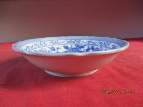 清朝瓷器,瓷碗一件,圓形,直徑16.5cm,高4cm,品好如圖。