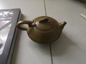 韩美林制作  茶叶末釉茶壶一个有款 作品一件 直径14厘米