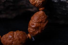 橄榄核雕大圣头手链 单颗尺寸:1.7厘米 雕刻齐天大圣、寓意吉祥、文玩爱好者的喜爱。
