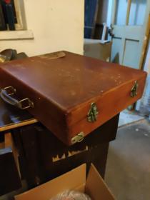 绘画用的木盒子。里面折叠层。品好。45厘米35厘米。厚10厘米。