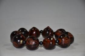 早期收藏牛角雕实心桃子手链,珠子直径2厘米,高2厘米,重63克