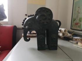 韩美林制作  纯铜雕塑 铜象作品一件 33/33厘米重25斤 带有出版