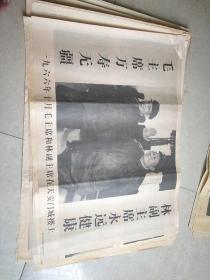 毛主席和林副主席在天安门城楼上
