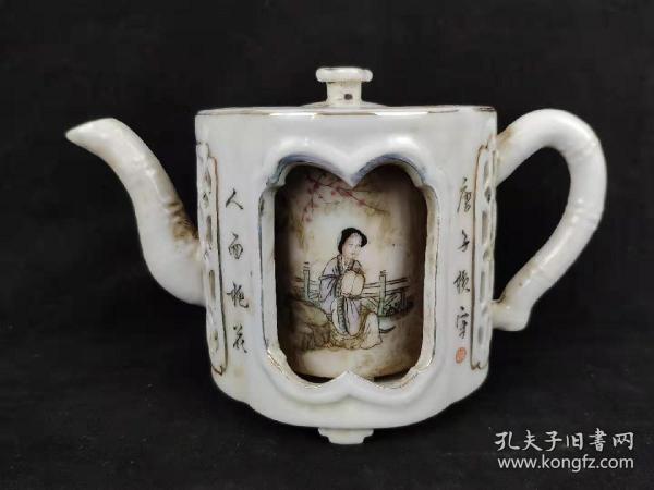 下乡所收镂空浅降彩梅兰竹菊仕女瓷壶,保存完整无残缺,品相尺寸如图!