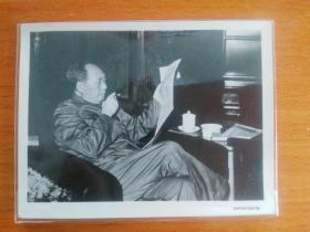 毛主席抽烟、看报  文革老照片(返银)
