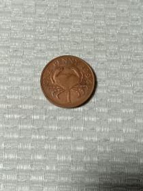 英属格恩西硬币 螃蟹币 发行量极少 根西岛钱币 英镑 英国硬币 1994年 伊丽莎白二世女王像 高冠版皇冠 带根西徽章 赠钱币保护盒 根西岛为英国三大皇家属地之一。根西岛(格恩西岛)是英国的海外属地,位于英吉利海峡靠近法国海岸线的海峡群岛之中,同周围一些小岛组成了根西行政区。行政区总面积78平方千米,人口6,5591人(2006年),首府为圣彼得港(Saint Peter Port)。