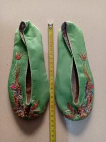 (箱13)晚清 双龙戏珠 手工绣 布鞋,绿底,21.5*8cm