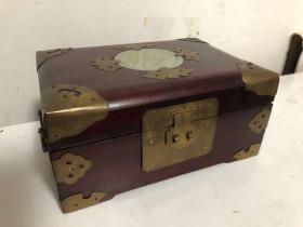 《出口创汇时期和田玉镶嵌四面包铜木盒》