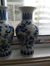 牡丹龙纹〈中型〉青花瓶,一对。〈手绘图案两只形态不同,发色纯正,柴窑胎体厚重,品好如图。高23㎝,口径8.5㎝〉。(早期友谊商店旧藏〉