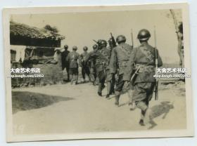 1937年上海淞沪事变,国民党国军士兵向前线转移老照片