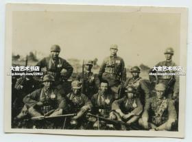 1937年上海淞沪事变,国民党国军官兵合影老照片