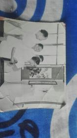 著名画家邵洛羊(三人同照)原照片一张附邵洛羊先生工作小结一张带封