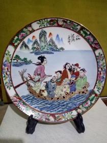 中国早期出口的手绘制作的广州织金彩瓷- 《八仙过海》广彩盘摆件 雍容华贵,精美重彩手工绘画。手感沉稳,精致生活, 文雅赏玩之出口精品。送礼自用收藏皆可。(底款:中国广彩)