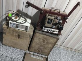 江苏南京产  16毫米老长江牌  电影放映机一套 正常放映  且声音响亮  图像清晰  品相如图  带试机电影胶片一部