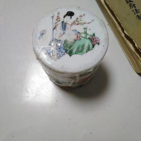 民国瓷器,三件套,有小磕小碰有冲线,喜欢的来买,价格不高,售出不退。