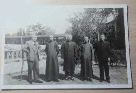 陈立夫(右一)等五位国民党中枢诸公摄于无锡蠡园