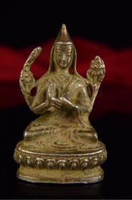 藏传佛教宗喀巴上师小佛造像 铜质为利马铜 细腻精良 造型端庄 开脸慈祥和蔼 表情生动 非常具有亲和力 雕工古拙老练 有近古时代稚拙率真之美 不可多得 值得收藏