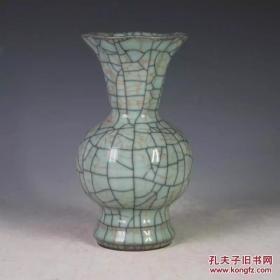 宋官窑粉青釉花口瓶