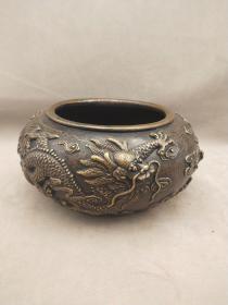舊藏松月侶底款   純銅雕龍筆洗一個,直徑約17厘米,口徑12厘米,高約8.8厘米,重2178克