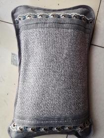 北沉香锯末枕头,长48cm 宽26cm 重三斤  气味清香 安神助眠  带包装送礼佳品