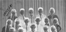 "5·D·H·1·建国初~文革·照相馆·拍摄·黑白底片·""班队干·合影""·117*80mm·1张"