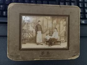 民国风家庭合影照片(背景是世界重新,时代特征明显!)