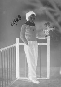 "5·D·H·1·建国初~文革·照相馆·拍摄·黑白底片·""美女像""·75*60mm/60*54mm·2张"
