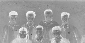 """5·D·H·1·建国初~文革·照相馆·拍摄·黑白底片·""""同志友谊·万古长青·合影""""·117*80mm·1张"""