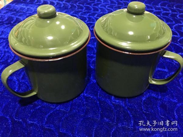八十年代部队配发带盖搪瓷茶杯两个合售 特惠价50包邮,搪瓷漆面略有小瑕疵,怀旧佳品,介意者勿拍,库存仅余两百个左右。量大价更优。