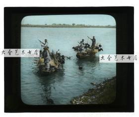 清代民国玻璃幻灯片-----民国时期江苏苏州京杭大运河上用鱼鹰捕鱼的水上人家,手工上色玻璃幻灯。