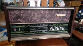 红叶牌木壳收音机