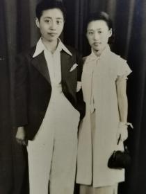 民国上海著名报人严独鹤女儿严汝英和丈夫朱烨合影