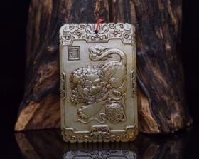 和田玉狮子滚绣球牌规格: 7.6×4.9×0.9厘米   重 89克。 350玉质温润细腻,沁色自然,刀功老道,皮壳包浆一流,雕刻生动,线条流畅,品相完美!