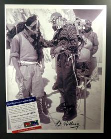 """""""珠峰历史第一人"""" 埃德蒙·希拉里 亲笔签名照片(约8×10英寸) 由三大签名鉴定公司之一PSA/DNA提供鉴定"""