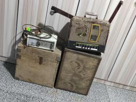 江苏南京产  16毫米老长江牌  电影放映机一套 正常放映  且声音响亮  图像清晰  品相如图  带试机