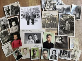 解放前后至80年代,非常漂亮有特色的一家人的老照片一组四十多张(大小不一),部分手工上色