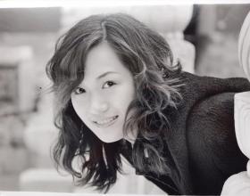 美 女 照片